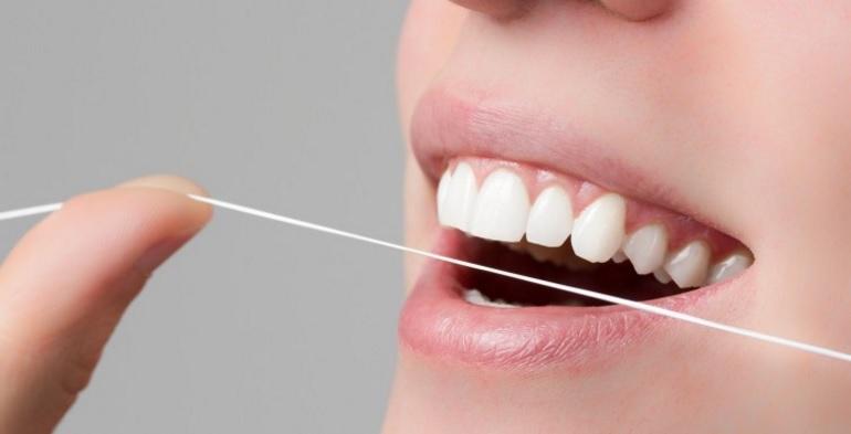 cómo se usa el hilo dental